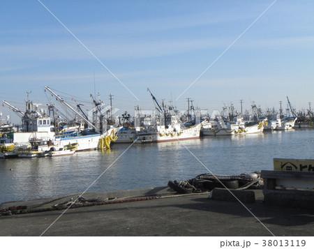 銚子漁港の漁船 38013119