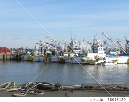 銚子漁港の漁船 38013120
