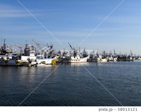 銚子漁港の漁船 38013121