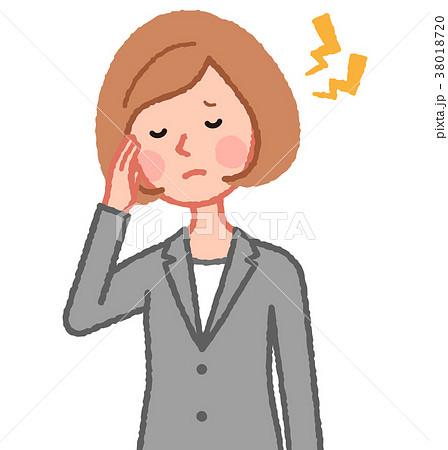 頭が痛い女性 38018720