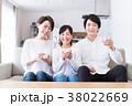若い家族(ミネラルウォーター) 38022669