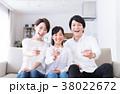 若い家族(ミネラルウォーター) 38022672