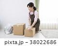 女性 箱 引っ越しの写真 38022686