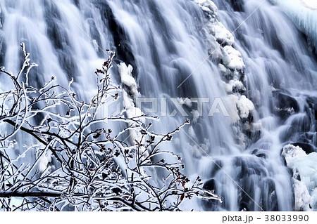 知床 冬のオシンコシンの滝 38033990