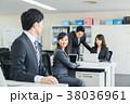 職場 同僚 人物の写真 38036961