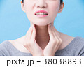 women with thyroid gland problem 38038893