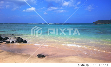 南国 ハワイ オアフ島 ビーチ 空と海 38042773