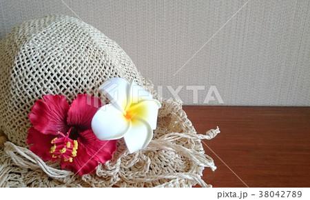 南国な雰囲気の帽子 ハイビスカスとプルメリア 38042789