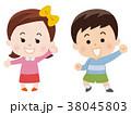 笑顔の男の子と女の子 38045803