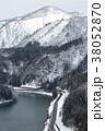 鉄道 雪 乗り物の写真 38052870