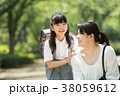 親子 小学生 登校の写真 38059612