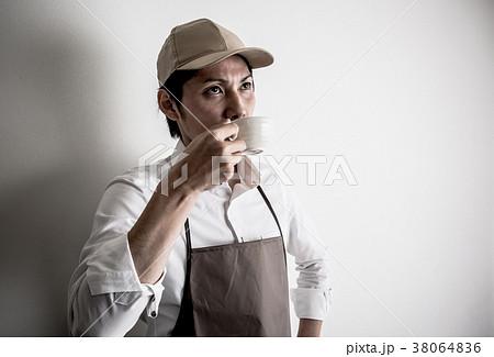 カフェ店員 バリスタ 38064836