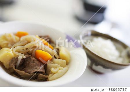 肉じゃがとご飯 和食イメージ 38066757