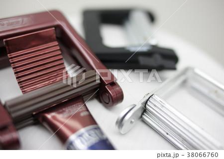 チューブ絞り 美容室 カラーリングイメージ 38066760