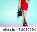 靴とバッグのファッションイメージ。赤いスカートと黒い靴とバッグの女性 38080294