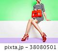 靴とバッグのファッションイメージ。ストライプのワンピースと赤い靴とオレンジのバッグ 38080501