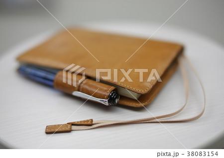 ブラウンの革手帳イメージ 38083154