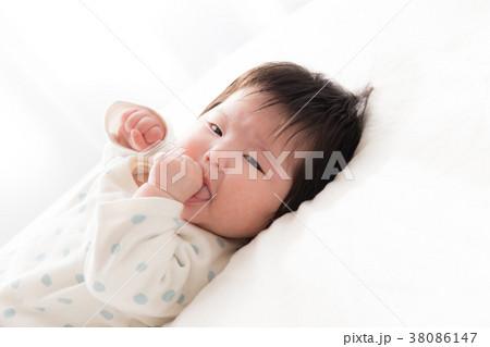 赤ちゃん 生後2ヶ月 38086147
