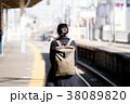 女性 歩く 駅の写真 38089820