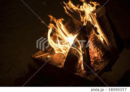 焚き火 38090357
