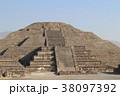 月のピラミッド ピラミッド テオティワカンの写真 38097392