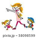 お出掛け 親子 人物のイラスト 38098599