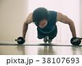 腕立て伏せをする若い日本人男性 38107693