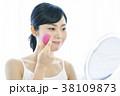 女性 鏡 ミラーの写真 38109873