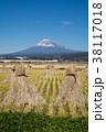 積み藁 富士山 田んぼの写真 38117018