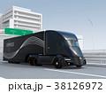 高速道路に走行している黒色の自動運転電動トラック 38126972
