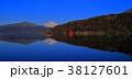 箱根芦ノ湖からの青空快晴の逆さ富士山 パノラマワイドアングル 38127601