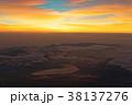富士山頂から見る夜明けの山中湖 38137276
