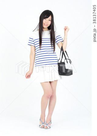 若い女性 ファッション ポートレート 38137405