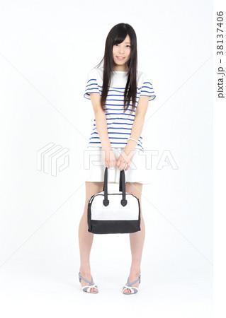 若い女性 ファッション ポートレート 38137406