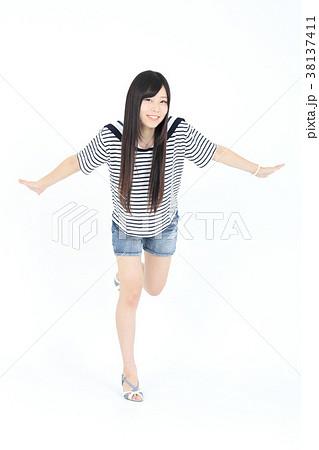 若い女性 ファッション ポートレート 38137411