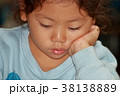 女の子_考える 38138889