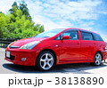 赤い自動車_空バック 38138890
