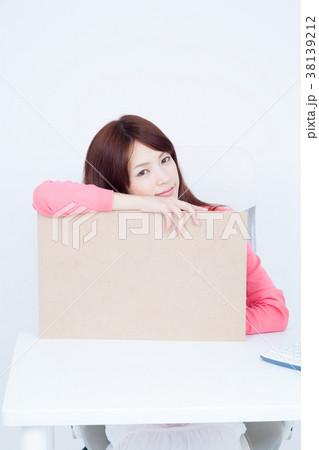 女性 ビジネス デスクワーク 38139212