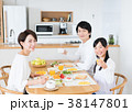 若い家族(食卓) 38147801