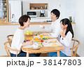 若い家族(食卓) 38147803