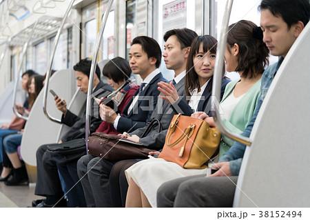 電車 乗客 通勤 撮影協力「京王電鉄株式会社」の写真素材 [38152494 ...
