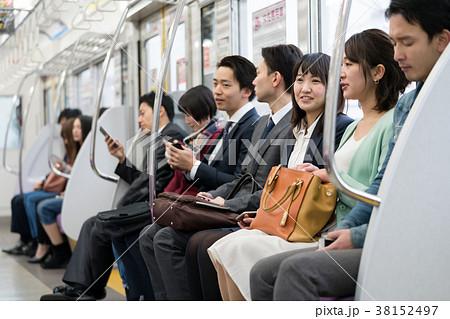 電車 乗客 通勤 撮影協力「京王電鉄株式会社」の写真素材 [38152497 ...