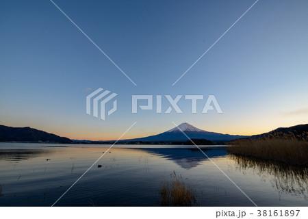 富士山の夕景・河口湖 大石公園(山梨県) 38161897
