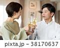 夫婦 ワイン 乾杯の写真 38170637