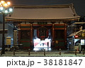雪の夜の浅草寺雷門 38181847