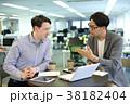 男性 人物 ビジネスマンの写真 38182404