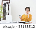 働く女性(アパレル) 38183512