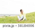 スポーツウェアを着た女性 38184006