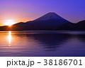 本栖湖からの朝焼けの日の出と富士山 2018/02/05 38186701