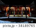 雪の夜の浅草寺本堂 38189765